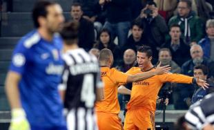 Cristiano Ronaldo celebra su gol junto a Benzema. | Cordon Press