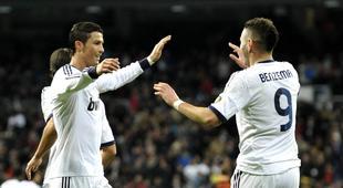 Benzema celebra su gol con Cristiano.   Cordon Press