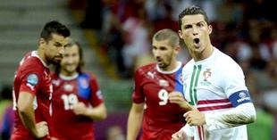 Cristiano Ronaldo celebra su gol ante la República Checa. | EFE