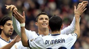 Cristiano Ronaldo celebra un gol con Khedira y Di María.   Archivo