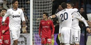 Higuaín y Ronaldo celebran el tanto del empate.   EFE