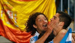 Iturra e Isco celebran el primer tanto del partido.   EFE