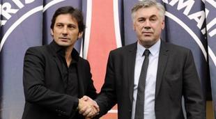 Leonardo (i) estrecha la mano del técnico italiano Carlo Ancelotti. | Archivo