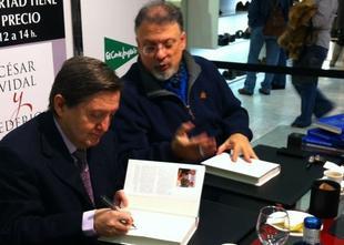 Federico Jiménez Losantos y César Vidal, firmando libros en Pozuelo | LD