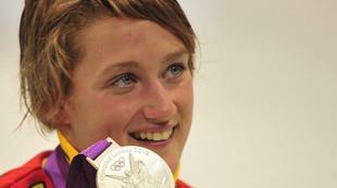Mireia Belmonte, con la medalla de plata. | EFE