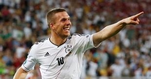 Lukas Podolski celebra su gol ante Dinamarca. | EFE