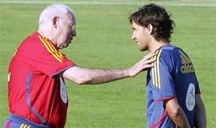 Luis Aragonés conversa con Raúl