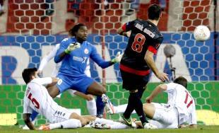 Raúl García marca el único gol del partido. | EFE