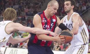 Lampe fue la figura del partido con 16 puntos y 8 rebotes. | EFE