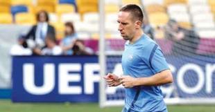 Franck Ribéry se retiró del entrenamiento lesionado. | EFE
