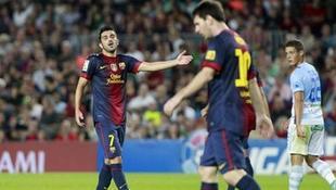 Villa discute con Messi durante un partido de Liga ante el Granada. | Archivo