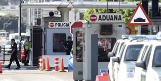 Coches de la Guardia Civil en la aduana | EFE