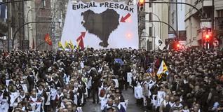 Manifestación proetarra por las calles de Bilbao | EFE