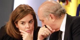 La vicepresidenta con el ministro del Interior | EFE