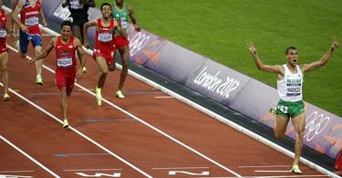 Makhloufi se impone en la final de 1.500 metros.   EFE
