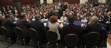 Una imagen del abarrotado salón de actos | Efe