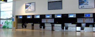 Mostradores de facturación vacíos en el Aeropuerto de Ciudad Real | José Hinojosa Corbacho