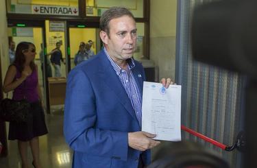 El alcalde de Jun, cuando pidió suspender el proceso | EFE