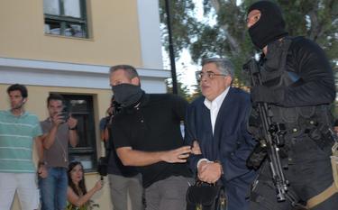 El líder de Amanecer Dorado, Nikolaos Mijaloliakos en el momento de su detención   Corbis