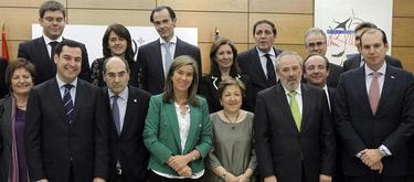 Foto de Mato con los consejeros | EFE