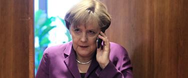 La canciller alemana hablando por teléfono en una imagen de archivo | Cordon Press