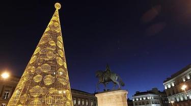 El árbol de la Puerta del Sol patrocinado por Loterías y Apuestas del Estado I EFE.