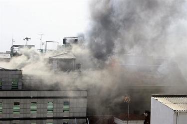 Fuego en el Ayuntamiento de León. | EFE