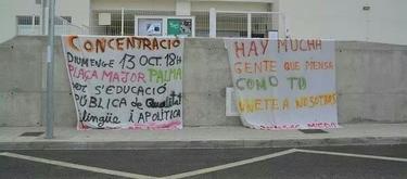 Pancartas colgadas en el centro Rodamilan.