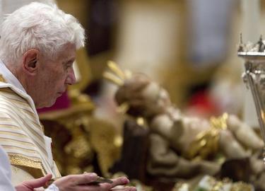 Benedicto XVI durante la misa de Nochebuena | EFE