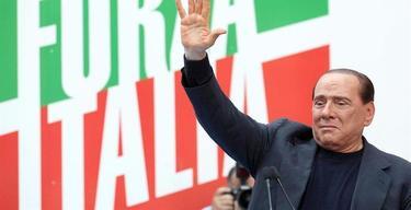 Berlusconi, emocionado, agradece el apoyo de sus seguidores | EFE