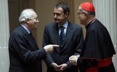 El cardenal Bertone, con Zapatero y Moratinos   Cordon Press