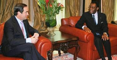 José Bono y el dictador Teodoro Obiang | EFE