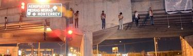 Los nueve cadaveres colgados de un puente en Mexico | EFE