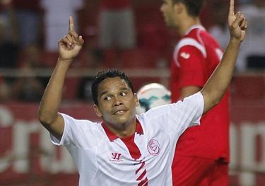 Carlos Bacca celebra su gol con el Sevilla. | EFE