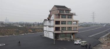 La casa, antes de ser demolida | Efe