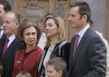 Cristina y Urdangarín, junto a los Reyes | Cordon Press