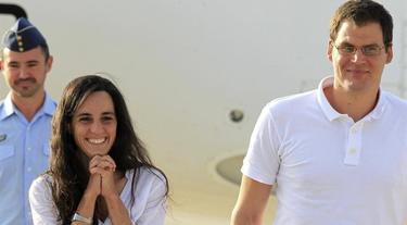 Los dos españoles, recién aterrizados, felices | EFE