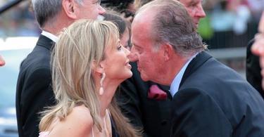 Corinna, saluda al Rey en un acto de la fundación Laureus en 2006 | EFE/Archivo