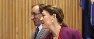 Cospedal, con Alonso en segundo término, antes de la reunión   EFE