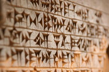 Se llama escritura cuneiforme porque los caracteres tienen forma de cuña. | Flickr/CC/Dmitriy Sakharov