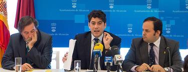 Perez y dos de sus concejales en la rueda de prensa | LD