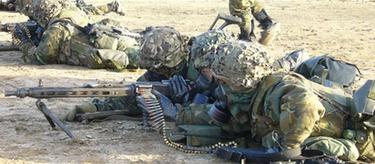 Infantes de Marina durante un ejercicio de tiro. | Armada