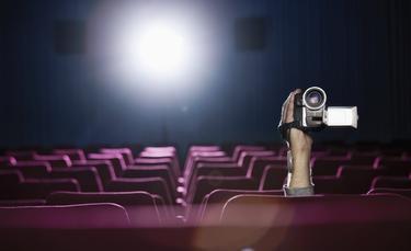 Descargar películas 'screener' grabadas en el cine es una práctica habitual.   Corbis