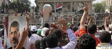 Simpatizantes de Morsi protestan frente a la sede de la Guardia Republicana en El Cairo | EFE