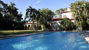 Una de las mansiones de El Laguito   cubaaldescubierto.com