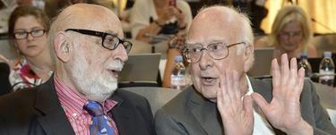 François Englert (izda) y Peter Higgs (dcha) en el CERN | EFE