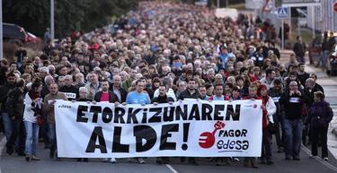 Miles de personas han participado este jueves en una manifestación convocada por Fagor | Efe