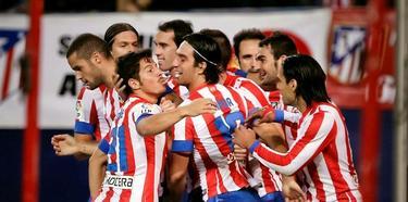 Los jugadores del Atlético de Madrid celebran la sufrida victoria ante el Málaga. | EFE