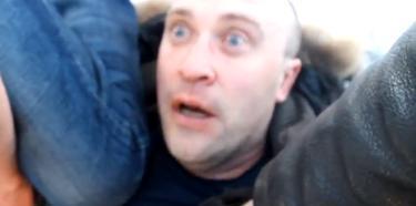 Captura de uno de los videos en los que se recoge la agresión a un ciudadano homosexual   Imagen TV