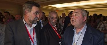 Francisco Fernández, actual secretario general de UGT-A junto a Manuel Pastrana, su antecesor | EFE